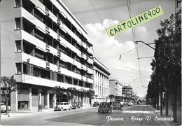 Abruzzo-pescara Corso Vittorio Emanuele Veduta Panoramica Corso Palazzi Traffico Diverse Auto Epoca Anni 50/60 Animata - Pescara