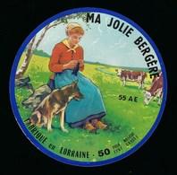 """étiquette Fromage Ma Jolie Bergère Fabriqué Dans La Meuse 55 AE """"fromagerie Renard-Gillard Biencourt / Orge"""" Femme Chien - Fromage"""