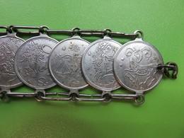 341 - Ancien Bracelet Avec Médaillons Métal - Signes Du Zodiaque - Constellation Et Symboles - Popular Art