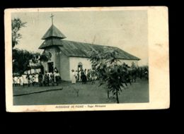B7927 TOGO - MISSIONI CATTOLICHE - MISSIONE IN FIORE TOGO AFRICANO FORMATO PICCOLO CON CHIESA MOLTO ANIMATA - Togo