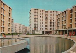 CARTE POSTALE DE VILLIERS SUR MARNE - LES HAUTES NOUES - PLACE TRITON - Villiers Sur Marne