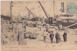 Bordeaux, Sur Les Quais, Dockers, Barriques De Vins, Navires En Chargement - Bordeaux