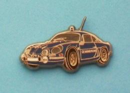 1 PIN'S //  ** GENDARMERIE NATIONALE / RENAULT ALPINE 110 BERLINETTE ** 1971 ** (ARGENTÉ) ** . (Ballard Collection) - Renault