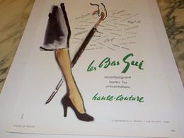 ANCIENNE PUBLICITE HAUTE COUTURE LES BAS GUI 1950 - Habits & Linge D'époque