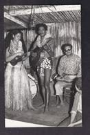 CPSM PHOTO POLYNESIE FRANCAISE - TAHITI - TB PLAN D'un Couple Tahitien Jouant De La Musique Photographe Italien - Polynésie Française
