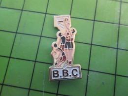 1418b Pin's Pins / Belle Qualité Et TB état !!!! : THEME SPORTS / BASKET-BALL CLUB BBC - Basketball