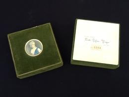 Linetti Profuni-Venezia Rare écrin Gainé De Velour  Médaillon Représentant Madame La Marquise De Pompadour Diamètre Méda - Parfums & Beauté