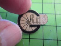 1418b Pin's Pins / Belle Qualité Et TB état !!!! : THEME SPORTS / CYCLISME ROUE VELO GRUE - Cycling
