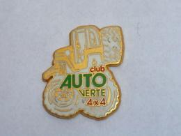 Pin's CLUB AUTO VERTE 4 X 4, Signe ALCARA - Badges
