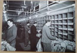 CPM    LA  POSTE  ANNEES  45   BUREAU  AMBULANTS  TRI   DES  CORRESPONDANCE   DECEMBRE  1954 - Métiers