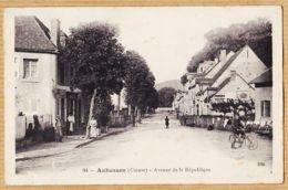 X23030 Peu Commun (Edit HM 94) AUBUSSON Avenue De La République Cycliste Animation Villageoise Creuse 1910s - Aubusson