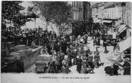 LA CLAYETTE - Un Coin De La PLace Du Marché (très Animée, Remorque, Cage) - Autres Communes