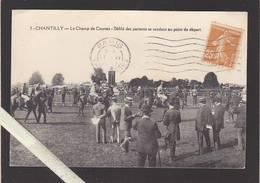 Oise - Chantilly - Le Champ De Courses - Défilé Des Partants Se Rendant Au  Départ - Chantilly