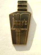 Pin's PARFUM - JIMMY'Z - PARFUMS REGINES PARIS - Perfume