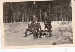 Foto Deutsche Soldaten Mit Lore - Schienen Erdarbeiten - 2. WK - 8*5,5cm (37408) - Krieg, Militär