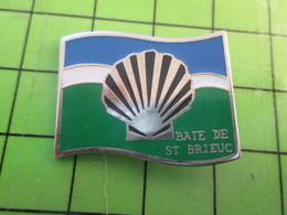 1418b Pin's Pins / Belle Qualité Et TB état !!!! : THEME ALIMENTATION / COQUILLE ST JACQUES BAIE DE ST BRIEUC - Alimentation