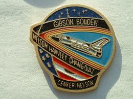 Pin's NAVETTE AMERICAINE - GIBSON BOLDEN - - Space