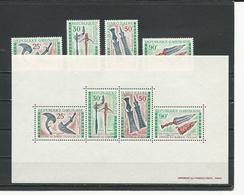 GABON  Scott C96-C99, C99a Yvert PA98-PA101, BF16 ** (4+bloc) Cote 11,50  $ 1970 - Gabon (1960-...)