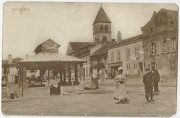 57 VALLIERES LES METZ - CARTE PHOTO - La Rue - La Place Du Lavoir - L'église - Animé - Cpa Moselle - France