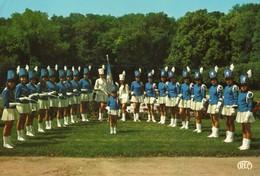 36. CP. PELLEVOISIN. Le Groupe Des Majorettes Dans L'enceinte Du Chateau De Montbel. - France