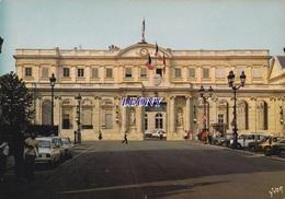 CPSM 10X15  De BORDEAUX  (33)  - Le PALAIS ROHAN - HOTEL De VILLE N° 10/6153 - VOITURES - Bordeaux