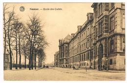 CPA : NAMUR -  Ecole Des Cadets - Pont Du Luxembourg Au Bout, Un Peu Animée - Namur