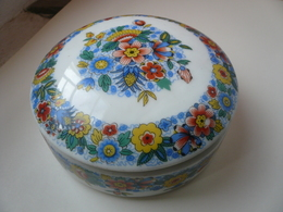 Boîte à Bijoux En Porcelaine De Limoges à Décor De Fleurs - Boxes