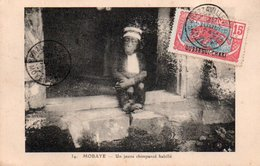 86Va   Mobaye Un Jeune Chimpanzé Habillé - República Centroafricana