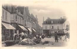 18 - CHER / Saint Amand Montrond - 182767 - Place Du Marché - Saint-Amand-Montrond