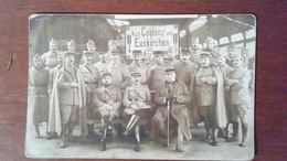 CARTE PHOTO GROUPE DE MILITAIRES - COBLENZ / EUSKIRCHEN - ALLEMAGNE - INDICATIONS DE REGIMENT EN ALLEMAND AU VERSO - Allemagne