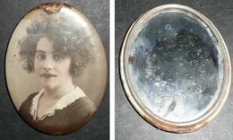 Rare Ancien Petit Glaçoide, Miroir De Poche, Photo Femme Début XXe Siècle - Accessoires
