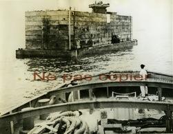 WWII Débarquement Port Flottant En Normandie Grande Photo D'époque Par Meyer Levin 1944 - Guerre, Militaire