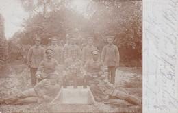 AK Foto Deutsche Soldaten Mit Flaschen Und Blumen - Feldpost 1915 (37442) - Oorlog 1914-18