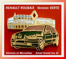 SUPER PIN'S RENAULT : Votre Succursale ROUBAIX Version VERTE, Démons Et Merveilles, émail Grand Feu Base Or, 3X2,3cm - Renault