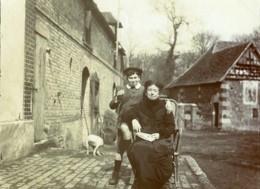 France Villers Un Dimanche à La Campagne Garcon Et Sa Grand Mere? Ancienne Photo 1900 - Photographs