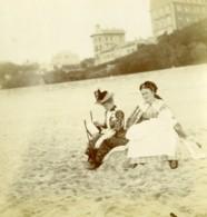 France Mer Du Nord 2 Dames Sur La Plage Ancienne Photo 1900 - Photographs