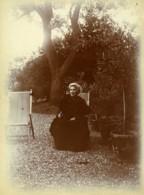 France Portrait De Femme Agee Au Jardin Ancienne Photo 1900 - Photographs