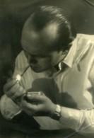 France Photographe Pierre Descamps Fumant Autoportrait Ancienne Photo 1950 - Professions