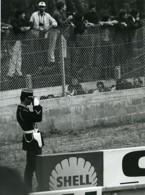 France Policier Photographe Course Automobile? Ancienne Photo Castillon Du Perron 1971 - Professions