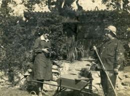 France Photographie Au Jardin Jeune Femme Et Appareil Photo Ancienne Photo 1930 - Photos