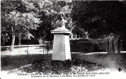 Cognac. Le Buste De Claude Boucher Dans Le Jardin De L'hotel De Ville De Cognac. - Cognac