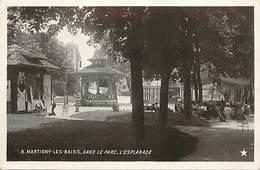 - Vosges -ref-B58 - Martigny Les Bains - Parc - Esplanade - Arriere Plan Kiosque - Kiosques - Carte Bon Etat - - France