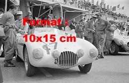 Reproduction D'une Photographie D'une O.S.C.A MT4 Arrêtée En Stand Aux 24 Heures Du Mans En 1953 - Repro's