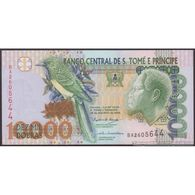 TWN - SÃO TOMÉ E PRÍNCIPE 66c - 10000 10.000 Dobras 26.8.2004 Prefix BA UNC - Sao Tomé Et Principe