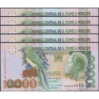 TWN - SÃO TOMÉ E PRÍNCIPE 66c - 10000 10.000 Dobras 26.8.2004 DEALERS LOT X 5 - Prefix BA UNC - San Tomé E Principe