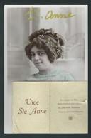Vive Ste Anne. Jolie Femme, Machine à Coudre, Collage. Photo Perron. 2 Scans. - Prénoms