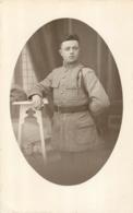 CARTE PHOTO  RAOUS A BEZIERS SOLDAT  REGIMENT N°81 - Regimenten