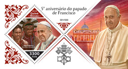 GUINEA BISSAU 2018 - Pope Francis, Amazonian Indians (Foil) S/S. Official Issue - American Indians