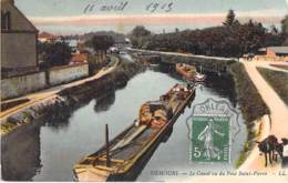 PENICHES Barge : NEMOURS (77) - PENICHE En Bon 1er Plan à Sur Le Canal Vu Du Pont St Pierre - CPA -  Astkähne Aken - Embarcaciones