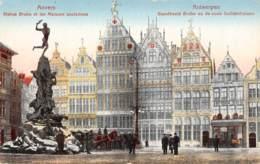 ANTWERPEN - Standbeeld Brabo En De Oude Guildenhuizen - Antwerpen